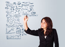 Esquema e ícones do negócio do desenho da mulher no whiteboard Fotografia de Stock