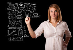 Esquema e iconos del negocio del dibujo de la mujer en whiteboard Imagen de archivo libre de regalías