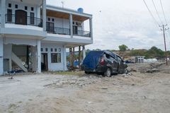 Esquerda sobre propriedades após tsunami Palu On o 28 de setembro de 2018 imagens de stock