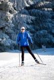 Esqui através dos campos Fotografia de Stock Royalty Free