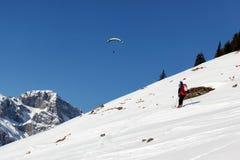 Esqui de Backcountry nos cumes suíços Foto de Stock