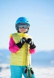 Esqui, divertimento do inverno, esporte - retrato da menina de sorriso do esquiador Imagem de Stock