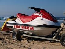 Esqui do jato do Lifeguard na praia fotografia de stock