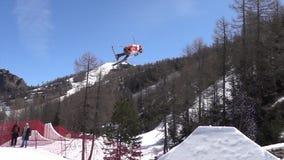 Esqui FIS Junior World Chanpionship do estilo livre, atleta no slopestyle Movimento lento filme