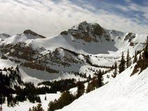 Esqui nas montanhas imagens de stock