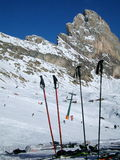 Esqui, raquetes e neve Foto de Stock Royalty Free