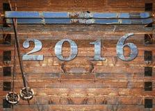 esqui retro de 2016 letras na placa de madeira Fotografia de Stock Royalty Free