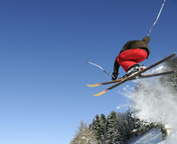 Esquiador de salto imagen de archivo