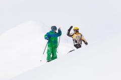 Esquiador e snowboarder na neve fotografia de stock royalty free