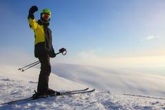 Esquiador en cuesta del esquí fotos de archivo libres de regalías