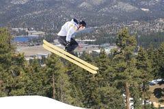 Esquiador en montañas Foto de archivo