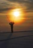 Esquiador en puesta del sol Imagen de archivo libre de regalías