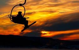 Esquiador no elevador de cadeira Fotos de Stock