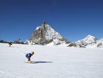 Esquiador novo Imagens de Stock