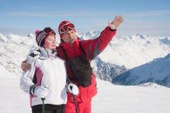Esquiadores alpestres Imágenes de archivo libres de regalías