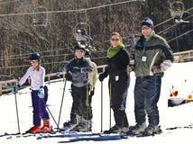 Esquiadores de la nieve de la familia Imagen de archivo