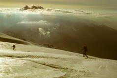 Esquiadores de Telemark en la subida del panadero del Mt Imagen de archivo