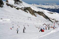 Esquiadores em alpes austríacos Fotografia de Stock Royalty Free