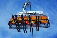 Esquiadores en la elevación de esquí Fotos de archivo libres de regalías
