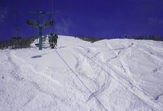 Esquiadores na telecadeira Fotografia de Stock Royalty Free