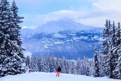 Esquiadores nas inclinações da estância de esqui de Laax switzerland Fotos de Stock