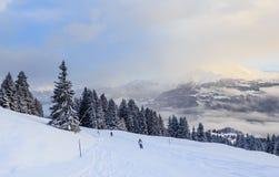 Esquiadores nas inclinações da estância de esqui de Laax switzerland Imagem de Stock
