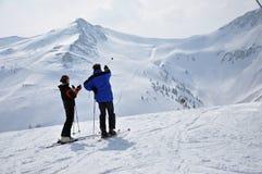 Esquiadores nos alpes austríacos Fotografia de Stock