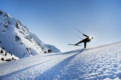 Esquiadores & silhueta dos esquiadores Fotografia de Stock Royalty Free