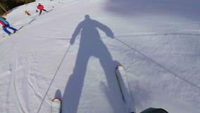 Esquiando na montanha Pyrenees na Espanha, opinião de plano de Masella