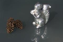 Esquilo e cones de prata Imagens de Stock Royalty Free