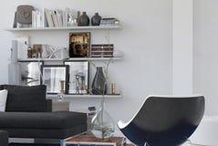 Esquina acogedora personal en un interior del salón Imagen de archivo libre de regalías