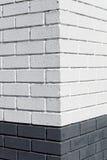 Esquina blanca de la pared de ladrillo Foto de archivo libre de regalías