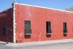 Esquina da rua colonial velha em México imagens de stock royalty free