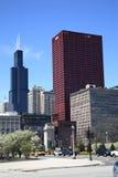 Esquina da rua e skyline de Chicago Imagens de Stock Royalty Free