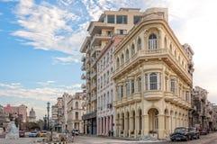 Esquina da rua em Havana velho, Cuba Foto de Stock