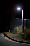Esquina da rua escura Imagens de Stock