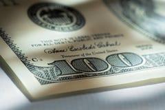 Esquina de cientos cuentas de dólar. Fotos de archivo