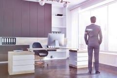 Esquina de despacho de dirección de la compañía, hombre de negocios fotos de archivo