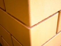 Esquina de la pared de ladrillo Fotos de archivo libres de regalías