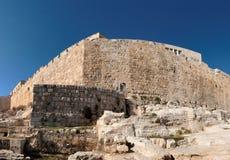 Esquina de la pared vieja de la ciudad de Jerusalén cerca del estiércol GA Imágenes de archivo libres de regalías