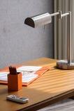 Esquina de trabajo adornada de la oficina mínima en estilo moderno Imagenes de archivo