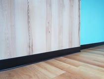 Esquina de un suelo de madera del piso de la pared de madera, foto de archivo