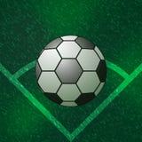 Esquina del balón de fútbol del campo verde Imágenes de archivo libres de regalías