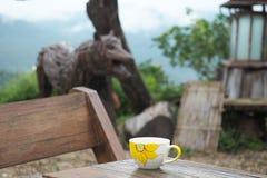 Esquina del café en la tabla de madera Fotos de archivo libres de regalías