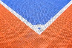 Esquina del campo de fútbol azul Foto de archivo libre de regalías