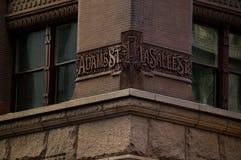 Esquina del edificio en Chicago imagen de archivo libre de regalías