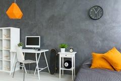 Esquina del estudio en dormitorio Imagenes de archivo