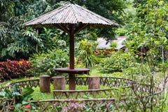 Esquina del resto en jardín Fotografía de archivo libre de regalías