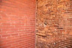 Esquina en pared de ladrillo Imagenes de archivo