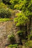 Esquina interesante en el pequeño pueblo de Pott Shrigley, Cheshire, Inglaterra Imagen de archivo libre de regalías